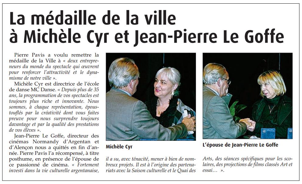 Extrait du Journal de l'Orne du 15 janvier 2015. Remise de la médaille de la ville d'Argentan à Michèle CYR